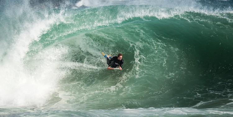 Bodyboarding big wave
