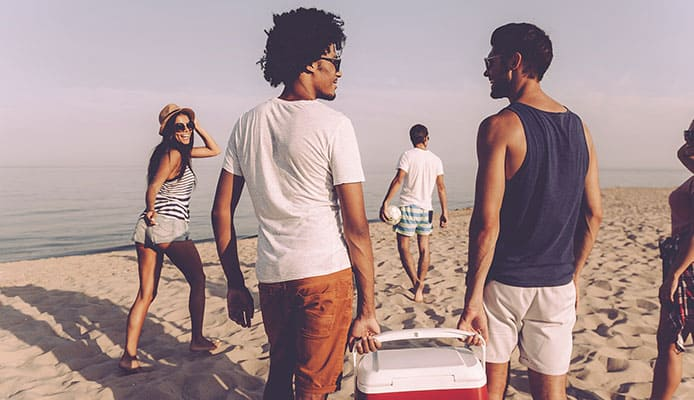 How-to-Choose-a-Beach-Cooler-Buying-Guide